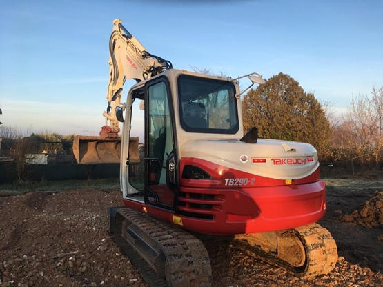 Escavatore Takeuchi TB290-2
