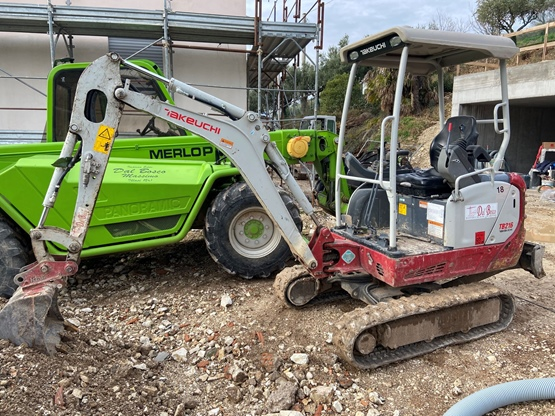 Escavatore Takeuchi TB216